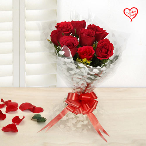 Lovely and Delightful Rose Assortment to Faridabad
