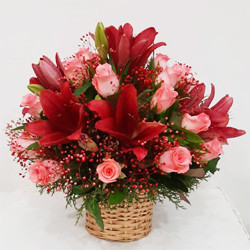 Striking Lilies N Roses Arrangement to Jamshedpur