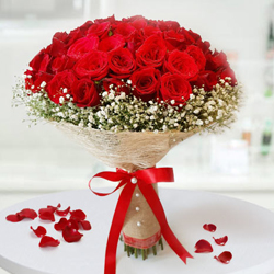 Wonderful 30 Roses Bouquet to Adilabad