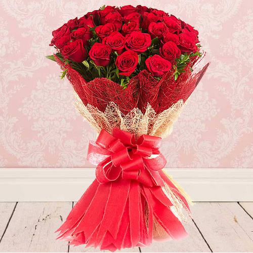 Eye-Catching Bouquet of�Fresh Red Color Roses to Aluva