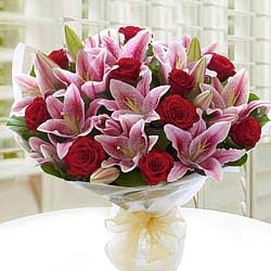 Exquisite Bunch of Red Roses & White Lilies to Trichur