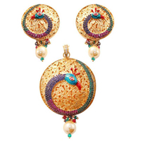 Eye-Catching Wedding Gift Pendent N Earring Set to Bandipore