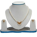 Stylish Pearl Set with Necklace & Earrings to Palakkad