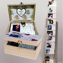 Attractive Box of Personalized Messages n Photos to Alwar