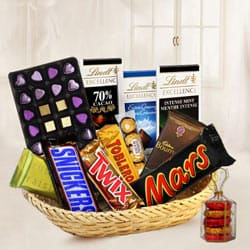 Popular Temptation Basket of Assorted Chocolates to Bandikui