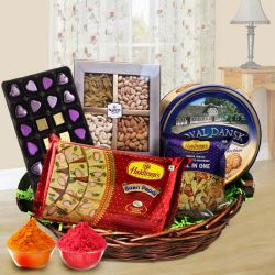 Exquisite Family-Friendly Snacks Hamper to Bangalore
