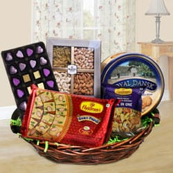Exquisite Family-Friendly Snacks Hamper to Yamunanagar