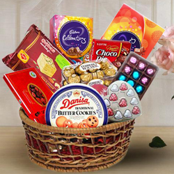 Delicious Chocolate Assortment Hamper Basket to Bandikui