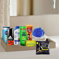 Glamorous Men�s Refreshing Gift Set to Bihar