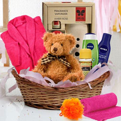 Exquisite Spa Gift Hamper for Mom to Alwar