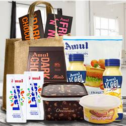 Delectable Anniversary Gifts Hamper (Make in India) to Aalangulam