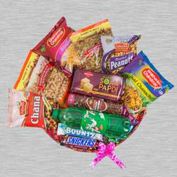 Captivating Assorted Food Hamper to Aligarh