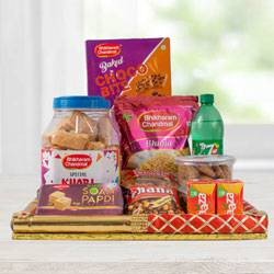 Exquisite Food N Snacks Hamper to India