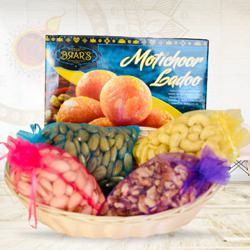 Lip-Smacking Gift Pack of Assorted Dry-fruits with Sweets to Diwali_usa.asp