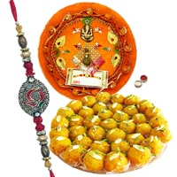 Rakhi Thali with Rakhis., Boondi Laddoo and Roli Tikka<br /><font color=#0000FF>Free Delivery in USA</font> to Rakhi_thali_usa.asp