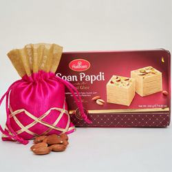 Appetizing Pack of Soan Papdi N Almonds to Diwali_usa.asp
