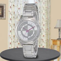 Remarkable Fastrack Analog Womens Watch to Adoni