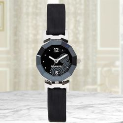 Attractive Sonata Yuva Analog Womens Watch to Almora